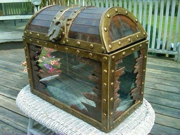 Сундук из старого аквариума