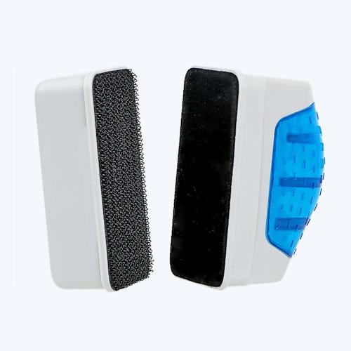 Состоящие из 2 частей с магнитами, расположенная внутри емкости секция имеет шероховатую поверхность, счищающую загрязнение;